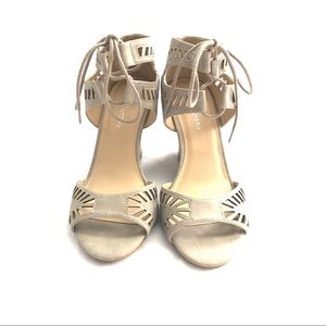 CL by Laundry Wedge Taupe Heels Women's Size 10